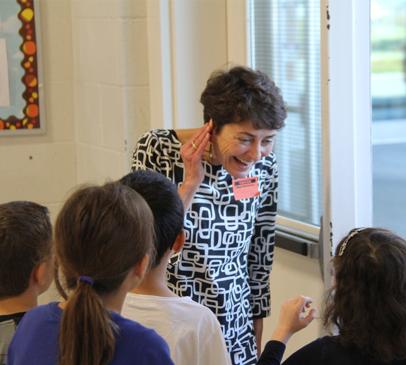 Author of popular Ivy + Bean book series stops by Mann Elementary